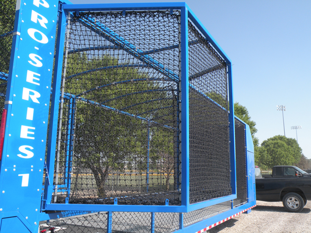 Baseball or softball batting cage with expandable swing area